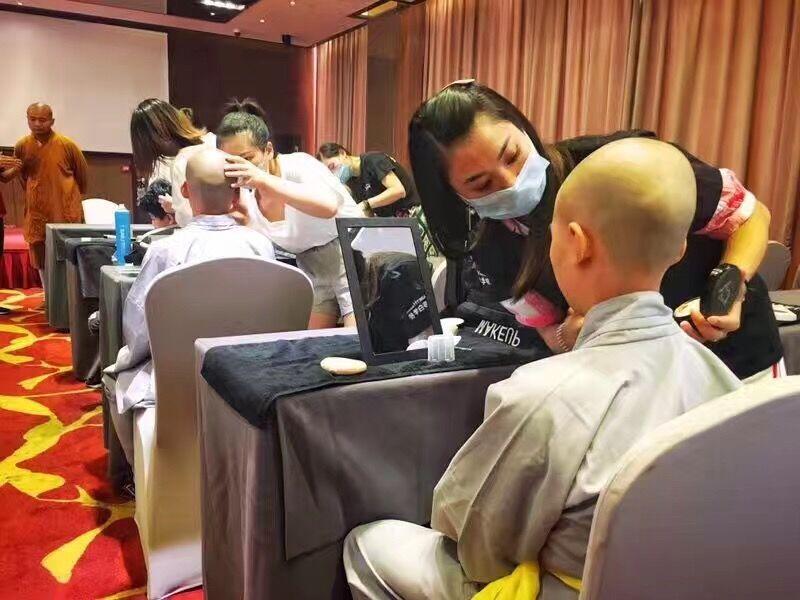 每一位学生的化妆技术让嘉宾们满意