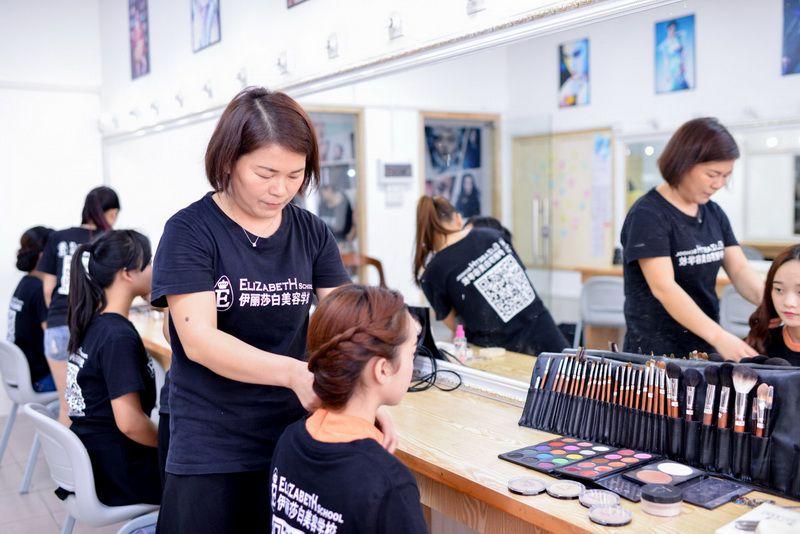 如何学习化妆,学习化妆的基本知识