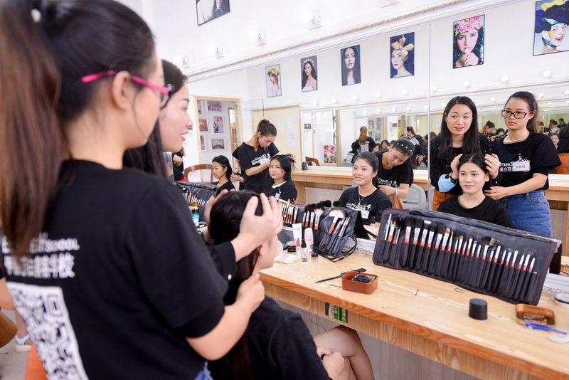佛山化妆学校学费多少钱一个月