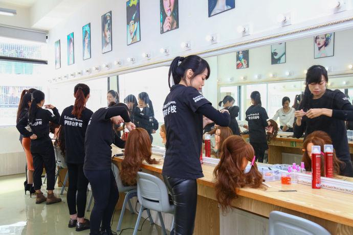 挑选好化妆培训学校具体分析