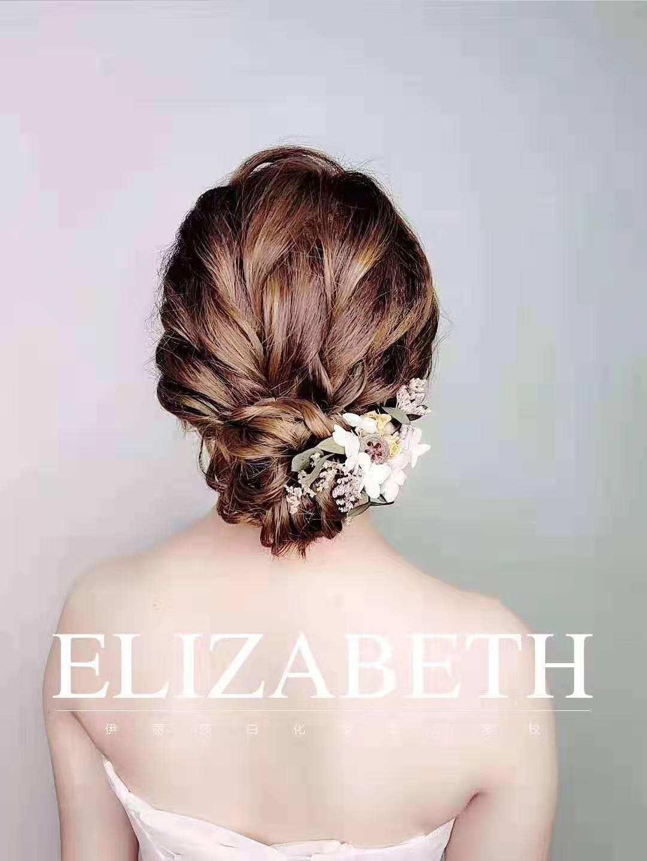新中式新娘造型展示,既负责学识渊博,也负责貌美如花