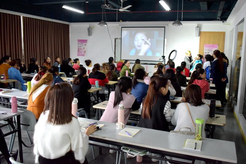 伊丽莎白化妆培训课程上课体验