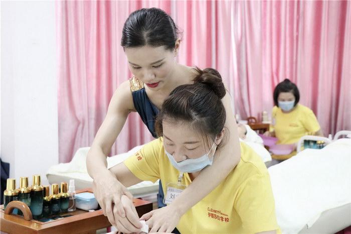 伊丽汇美容师成长蜕变日记,伊丽汇美容培训学校