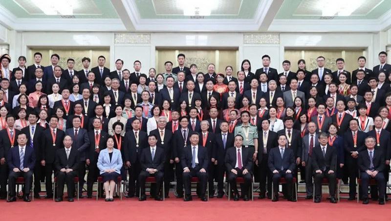 赵鹏飞院长赴京出席全国教师节表彰大会受到党和国家领导人接见